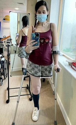 아이 지키려 항암치료 포기하고 다리 절단한 20대 엄마…영국 울렸다